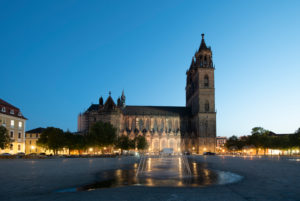 Germany, Saxony-Anhalt, Magdeburg, Magdeburg Cathedral, Domplatz with water fountains