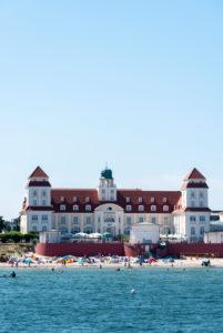 Germany, Mecklenburg-Western Pomerania, Binz, Kurhaus, beach hotel, tourists