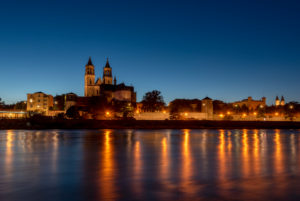 Germany, Saxony-Anhalt, Magdeburg, Magdeburg Cathedral, Elbe promenade, blue hour