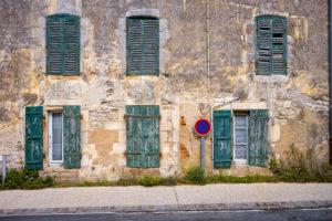 Saint-Martin-de-Ré, Île de Ré, Atlantic coast, Charente-Maritime, Nouvelle-Aquitaine, France, house, facade, shutters, no stopping sign, house, facade