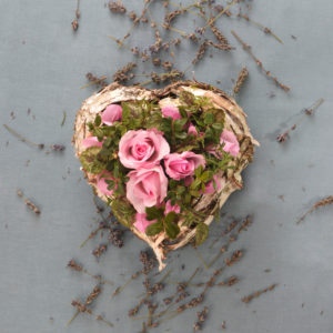 Dekoration, Herz mit Rosen und Lavendelblüten, Vintage,