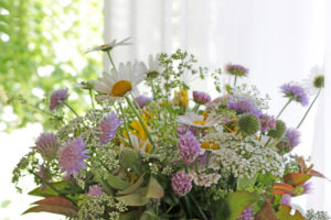 Meadow bouquet 'impressionistic' in front of window arrangement