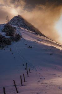 Sonnenuntergang in winterlicher Berglandschaft