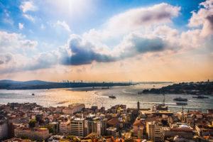 Blick vom Galataturm auf den Bosporus in Istanbul