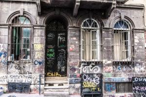 House facade, graffiti, Istanbul, Beyo?lu