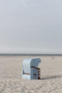 Hellblauer Strandkorb auf Juist