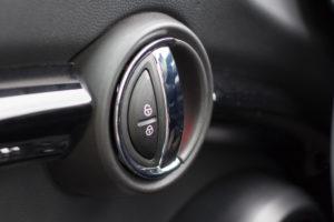 Türöffner im elektrischen Mini Cooper SE