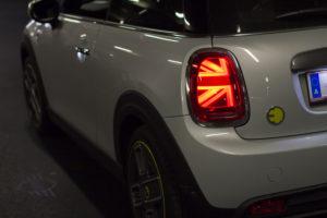Rücklicht des elektrischen Mini Cooper SE