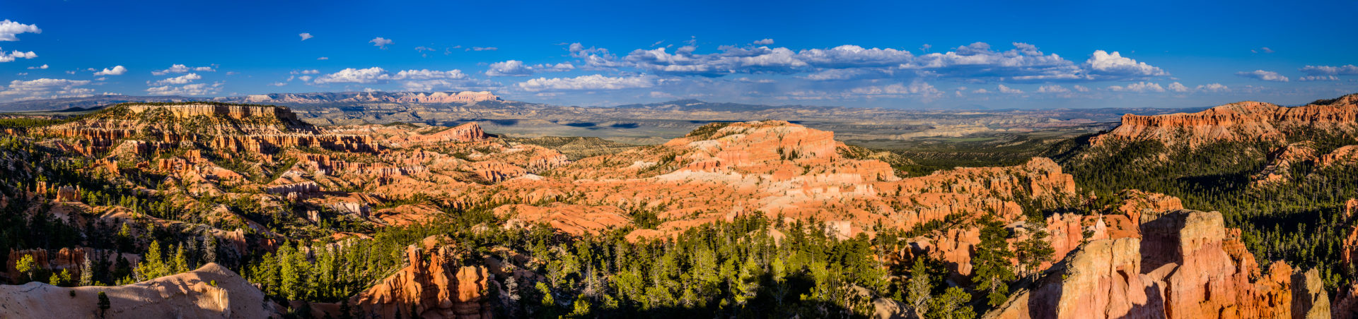 USA, Utah, Garfield County, Bryce Canyon National Park, Sunrise Point, Blick gegen Escalante Mountains