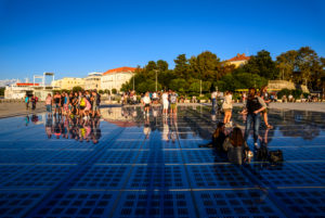 Kroatien, Dalmatien, Zadar, Uferpromenade Nova Riva, Lichtinstallation Gruss an die Sonne von Nikola Basic