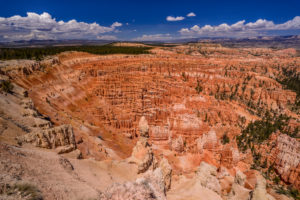 USA, Utah, Garfield County, Bryce Canyon National Park, Amphitheater towards Escalante Mountains, View from Inspiration Point
