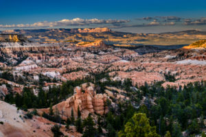 USA, Utah, Garfield County, Bryce Canyon National Park, Sunrise Point, view to Escalante Mountains
