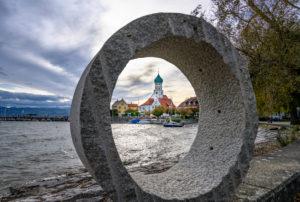 Deutschland, Bayern, Schwaben, Bodensee, Wasserburg, Hafen mit Pfarrkirche St. Georg