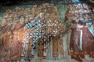 Gruppe von Kirchenvätern, Fresko aus dem Spätmittelalter, Narthex der Sankt-Nikolaus-Kirche im georgisch-orthodoxen Qinzwissi-Kloster, Region Innerkartlien, Georgien