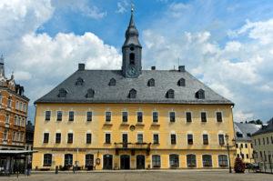 Rathaus mit dem Erzgebirgsrestaurant Zum Neinerlaa, Neunerlei, Bergstadt Annaberg-Buchholz, Erzgebirge, Sachsen, Deutschland