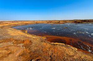 Der Gaet'ale Teich, auch Ölteich,  mit hypersalinem Wasser, Geothermalgebiet Dallol, Hamadela, Danakil-Depression, Afar-Dreieck, Äthiopien