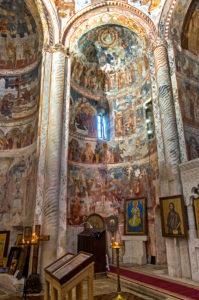 Apsis der bischöflichen Kirche Nikortsminda verziert mit Fresken aus dem 17. Jahrhundert, Region Racha, Georgia