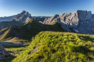 View of the Zaluandakopf to Drusenfluh and Kirchlispitzen, summit, crest
