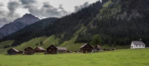 Houses, Alp Nenzinger sky, clouds, mountains, summits