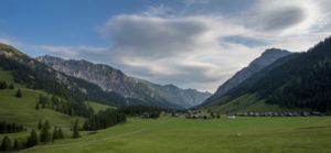 Alp Nenzinger sky, mountains, summits, clouds