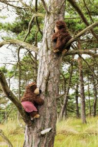 2 climbing teddy bears in the tree,