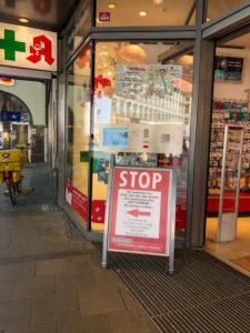 Apotheke, Eingang, Corona-Sicherheitsmaßnahme