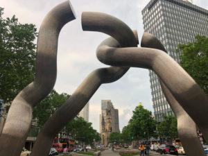 Gedächtniskirche Berlin Ku'damm Skulptur Tourismus
