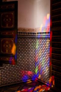Bahia Palace Marrakesch, handgeschnitzt und Lichterspiel, Innenraum des Palasts