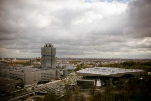 Luftaufnahme von Olympiapark über Olympiadorf und BMW Welt in München