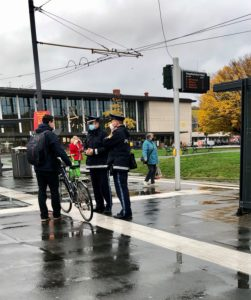 Man in police control due to mask requirement in public places at Würzburg train station