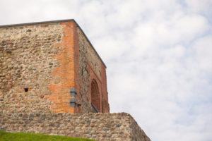 Überreste der Oberen Burg auf dem Gediminas Hügel über der Altstadt von  Vilnius, Litauen
