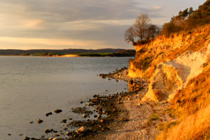 Germany, Mecklenburg-Western Pomerania, the island of Rügen, Southeast Rügen Biosphere Reserve of Rügen, peninsula Mönchgut, Reddevitzer Höft, coastal scenery, steep coast, evening light