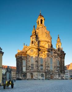 Die Frauenkirche im ersten Morgenlicht, Altstadt, Dresden, Sachsen, Deutschland