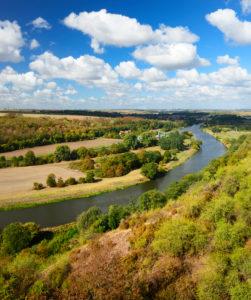 Aussicht auf den Fluss Saale, Herbstlandschaft, Naturpark Unteres Saaletal, Sachsen-Anhalt, Deutschland