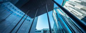 Deutschland, Sachsen, Leipzig, Fassaden von City-Hochhaus, MDR-Kubus und Paulinum der Universität, moderne Architektur, Froschperspektive