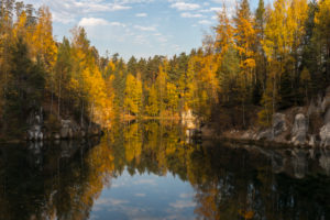 Adrspassko pond, lakeshore with trees and rocks on a sunny day in autumn, Dolní Adrspach, 549 57 Adersbach, CZ