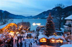 Austria, Salzkammergut, View of christmas market at Strobl am Wolfgangsee