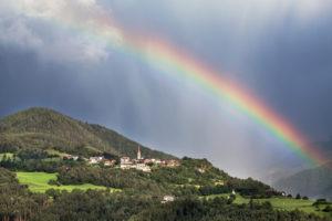 Italien, Südtirol, Feldthurns, Teis, Regenbogen