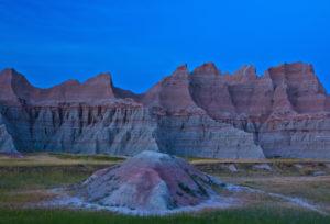 USA, South Dakota, Badlands National Park, Bergkamm, Dämmerung