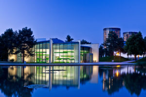 Wolfsburg, Autostadt, Nachtaufnahme, Architektur, Wasserspiegelung