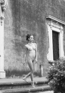 Woman, nude, Palazzo, outside, b/w,
