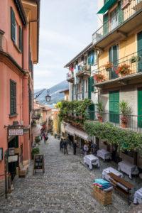 Straße 'Salita Serbelloni' mit Geschäften und Lokalen, Bellagio, Comersee, Provinz Como, Lombardei, Norditalien, Italien, Südeuropa, Europa