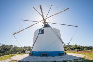 Windmühle in Odeceixe, Costa Vicentina, Algarve, Distrikt Faro, Portugal