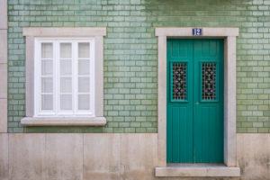 Mit Fliesen verkleidete Gebäudefassade, Odeceixe, Costa Vicentina, Algarve, Distrikt Faro, Portugal