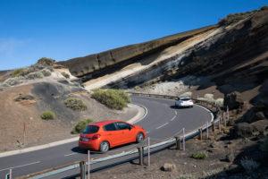 La Tarta del Teide an der Straße TF-24, geologische Formation von unterschiedlichen Vulkanascheschichten im Nationalpark El Teide, UNESCO-Welterbe, Teneriffa, Kanarische Inseln, Spanien