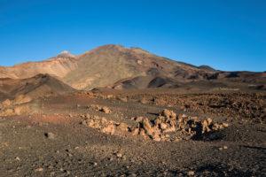 Vulkanlandschaft mit Blick zu den Vulkanen Pico del Teide (3718 m) und Pico Viejo (3135 m), Nationalpark El Teide, UNESCO-Welterbe, Teneriffa, Kanarische Inseln, Spanien