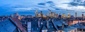 Frankfurt am Main, Hessen, Deutschland, Blick auf die Frankfurter Skyline mit dem Westend im Vordergrund