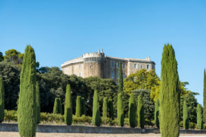 Suze-la-Rousse, Drôme, Provence, Provence-Alpes-Côte d'Azur, Frankreich, das im 16ten Jahrhundert im Renaissancestil erbaute Schloss Suze-la-Rousse.