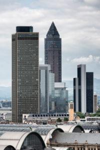 Frankfurt am Main, Hessen, Deutschland, Frankfurter Skyline mit Blick auf den Hauptbahnhof, Messeturm, Tower 185.