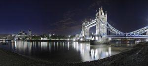 Tower Bridge über die Themse, nachts, London, England, Großbritannien,